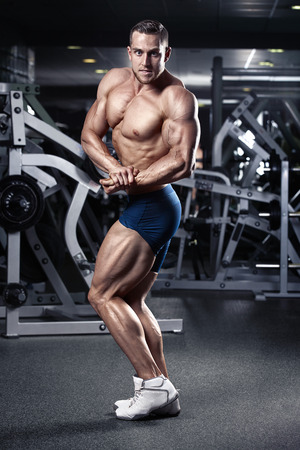 Strong Athletic Man Fitness Model Torso showing muscles in gym 版權商用圖片