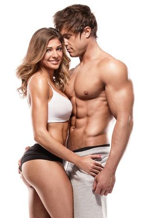 donna nuda: coppia sexy, l'uomo muscoloso in possesso di una bella donna isolato su uno sfondo bianco