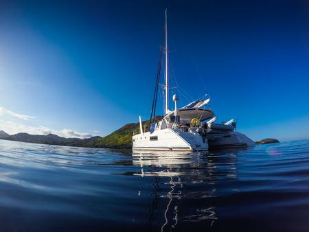 Sailing yacht catamaran sailing in the sea. Sailboat. Sailing in caribbean sea Foto de archivo