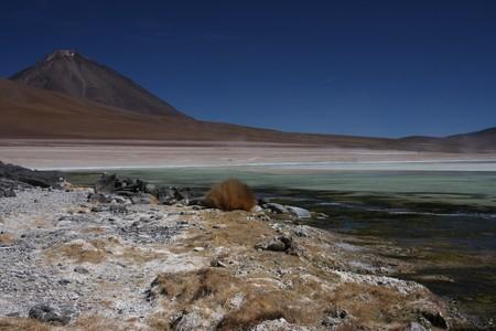 lipez: Laguna Blanca on the Sud Lipez Altiplano with Licacanbur volcano Stock Photo