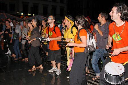 musique: Unidentified amateur musicians play during Fete de la Musique, in Lyon, on June, 21, 2011.