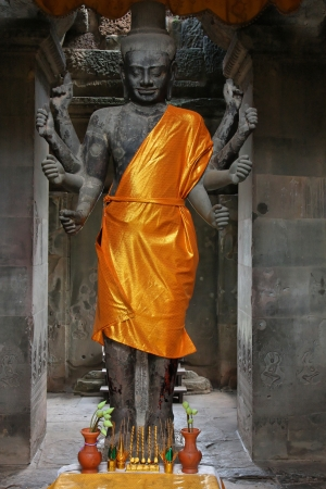 vishnu: Vishnu Statue in Angkor Wat Temple Stock Photo