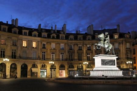Place des victoires in Paris photo