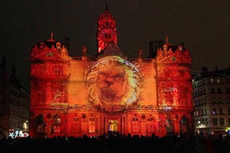 LYON, Frankreich, 5. Dezember 2014: Festival der Lichter von Lyon ist der wichtigste Ort der Schöpfung und der Demonstration der Lichttechniker, den Designer, den bildenden Künstlern. Mehr als 4 Millionen Menschen besuchen die Veranstaltung am Dezember eines jeden Jahres.