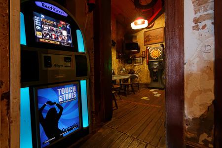 NATCHEZ MISSISSIPPI May 7 2015 : Juke box in a bar of Mississippi river banks of Natchez. Éditoriale