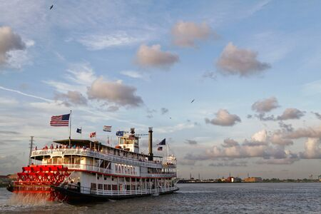 NEW ORLEANS LOUISIANA May 4 2015 : Natchez steamboat leaves the port of New Orleans. Natchez has been the name of several steamboats and current one has been in operation since 1975.