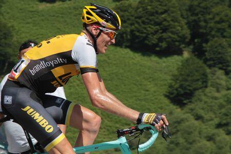 ピエール ・ サン ・ マルタン、フランス、2015 年 7 月 14 日: オランダの専門のサイクリスト ロバート ・ ヘーシンクはピエール ・ サン ・ マルタン
