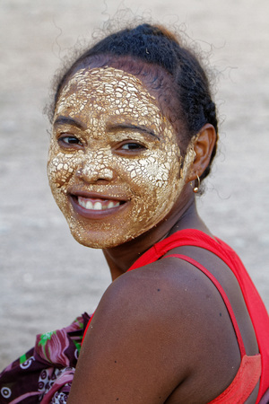 painted face: BELO-SUR-TSIRIBHINE, MADAGASCAR, November 20, 2015 : Smiling woman with painted face at the market. The majority of the population of the commune are farmers Editorial