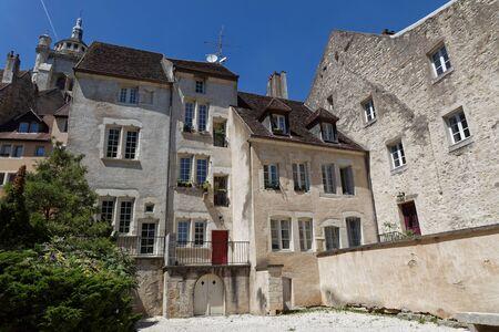 Dool oude leerlooiers district. De stad was de hoofdstad van de Franche-Comte totdat Lodewijk XIV de regio veroverde.
