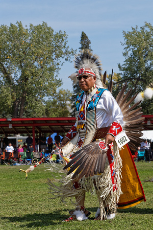 BISMARK, NORTH DAKOTA, September 8, 2018 : A dancer of the 49th annual United Tribes Pow Wow, one large outdoor event that gathers more than 900 dancers and musicians celebrating native american culture. 에디토리얼