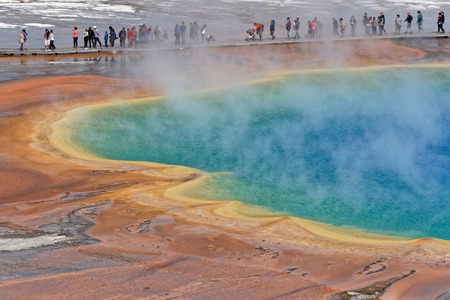 YELLOWSTONE PARK, WYOMING, September 22, 2018 : Tourists visit the Grand Prismatic Spring in Yellowstone National Park on a sunny autumn day. Banque d'images - 111724167