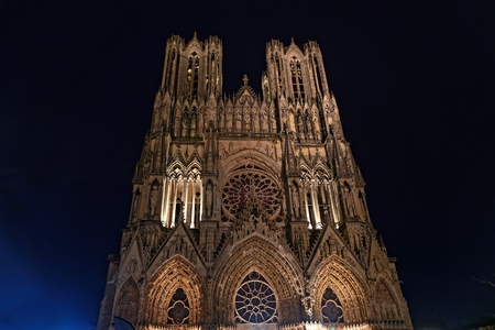 Reims Cathedral at night. This Roman Catholic cathedral was built on the site of the basilica where Clovis was baptized. This major tourist destination receives about 1 million visitors annually. 写真素材