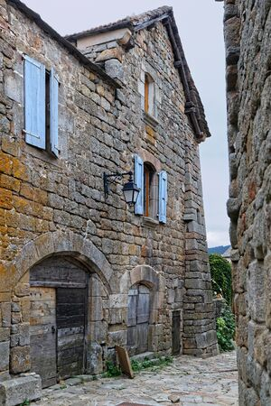 La Garde-Guerin, crossed by the Chemin de Regordane, axis between Massif Central and Mediterranean, very frequented in the Middle Ages, was a border post in charge of the security of travellers. 版權商用圖片