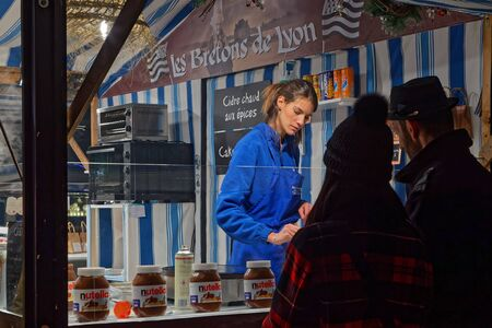 LYON, FRANCE, December 2, 2019 : The essential Carnot Square Christmas market returns once again animated by numerous exhibitors : artisans and producers from the region who propose their products to visitors. 新聞圖片