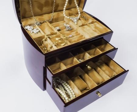 オーク材の木製ジュエリー ボックス ジュエリーを維持するため色します。