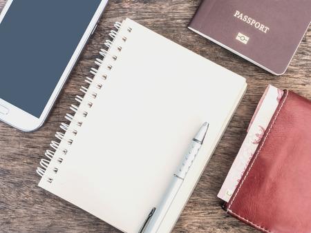 クリーム ノート、携帯電話、財布、パスポート木製の机の上 写真素材