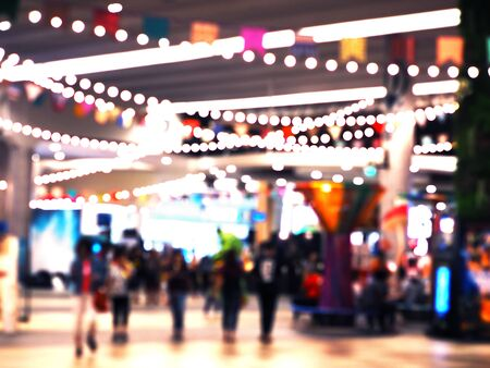 Abstract blurred background of people shopping at festival in department store with light decoration and bokeh. Zdjęcie Seryjne