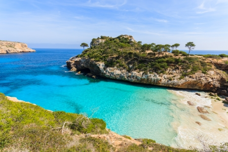 Beautiful beach bay azure sea water, Cala des Moro, Majorca island, Spain 免版税图像