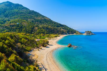 A view of Potami beach with azure sea water, Samos island, Greece 免版税图像 - 73946358