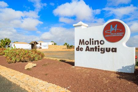 ortseingangsschild: ANTIGUA, FUERTEVENTURA ISLAND - FEB 6, 2014: entrance sign to museum in Antigua town where old windmills are located, most famous landmark of Fuerteventura island. Editorial