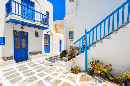 A view of whitewashed street with typical Greek architecture in beautiful Mykonos town, Cyclades islands, Greece 版權商用圖片