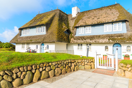 Typical Frisian house with thatched roof on Sylt island, Germany Stockfoto