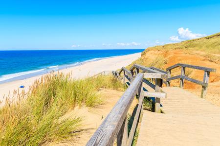 Wooden footbridge to beach in Wenningstedt village on Sylt island, Germany 免版税图像 - 92740175