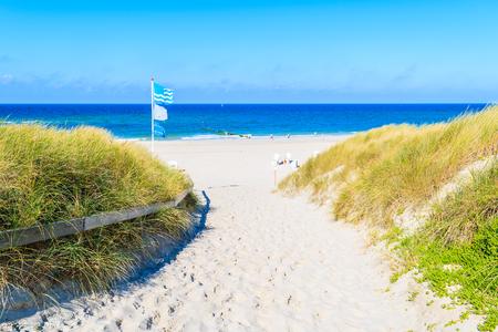 Entrance to sandy beach in Kampen village on Sylt island, Germany. Stockfoto