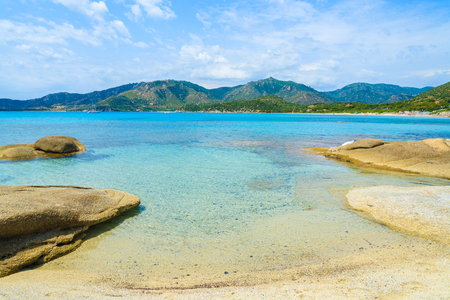 Mooi Spiaggia del Riso-strand met turkoois glashelder zeewater, het eiland van Sardinige, Italië Stockfoto