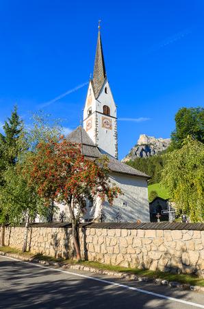 Church in La Villa alpine village, Dolomites Mountains, Italy Standard-Bild