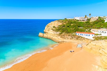 View of Benagil beach with azure blue sea water, Algarve, Portugal Foto de archivo