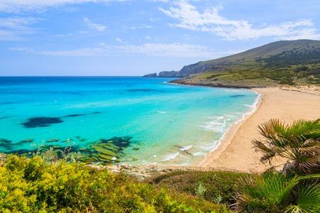 Vue sur la baie de sable de Cala Mesquida avec plage, l'île de Majorque, Espagne Banque d'images