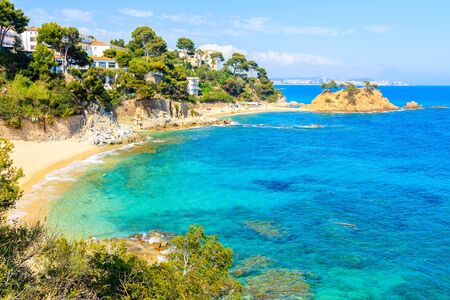 Splendida spiaggia sabbiosa a Cap Roig, Costa Brava, Spagna Archivio Fotografico