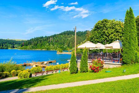 Restaurant on shore of Czorsztynskie lake on beautiful summer day in Niedzica village, Pieniny Mountains, Poland. Reklamní fotografie