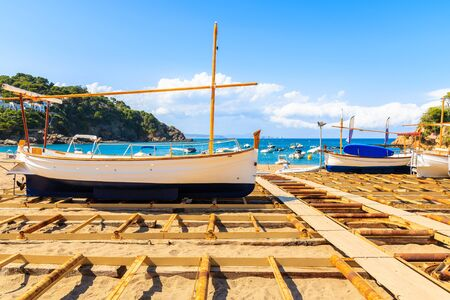 Fishing boats on beach in beautiful Sa Riera village, Costa Brava, Catalonia, Spain Фото со стока - 130816007