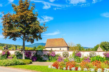 Old church in Bergheim village on Alsatian Wine Route, France Standard-Bild - 130816141