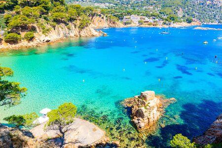 Rock in sea on beautiful Aiguablava beach, Costa Brava, Catalonia, Spain Фото со стока - 130816015