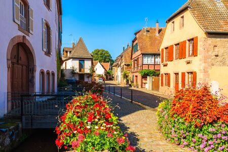 Beautiful traditional colorful houses in picturesque Kientzheim village, Alsace wine region, France Stockfoto