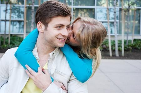 Porträt einer jungen glückliche Paar in der Liebe Standard-Bild - 13101593