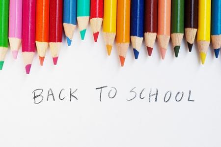 Bunte Bleistifte auf einem weißen Hintergrund, back to school Standard-Bild - 13101540