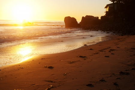 Malibu Beach taken during a golden sunset Standard-Bild