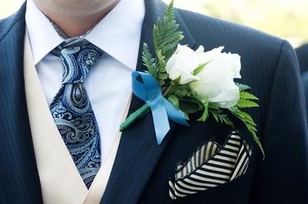 Nahaufnahme von einer Zeremonie Anzug mit einer Blume Standard-Bild - 13505817