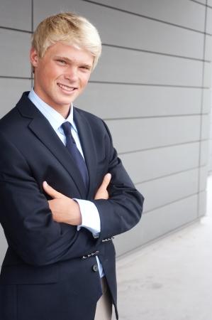 Portrait einer jungen Teenager-Jungen im Anzug erschossen vor Ort Standard-Bild - 13675739