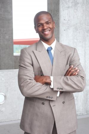 Porträt eines afrikanischen amerikanischen Geschäftsmann vor Ort getroffen Standard-Bild - 13675850