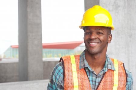 dělník: Portrét africké americké stavební dělník na místě