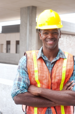 Portret van een Afrikaanse Amerikaanse bouwvakker op locatie Stockfoto