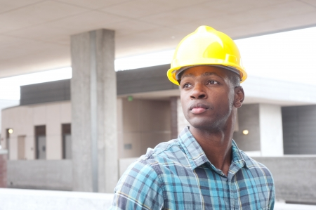 Porträt eines African American Bauarbeiter vor Ort Standard-Bild - 13675732