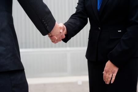 Nahaufnahme Handshake auf betriebswirtschaftlichen Hintergrund isoliert Standard-Bild - 21876436