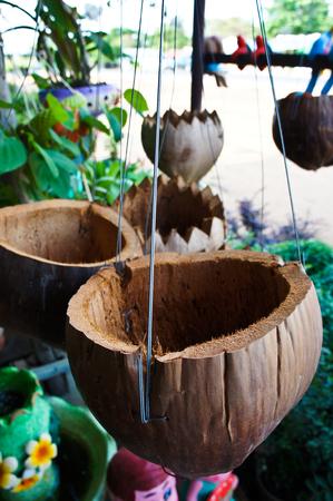 consignor: Coconut pot