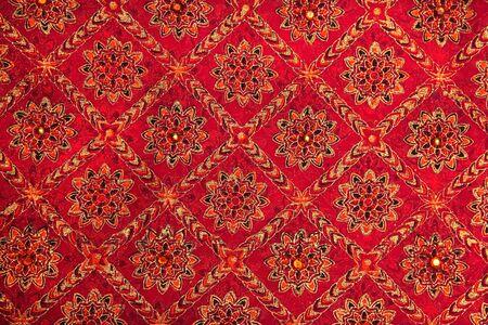 Rood gekleurde textiel gebruikt om Indiase jurken maken